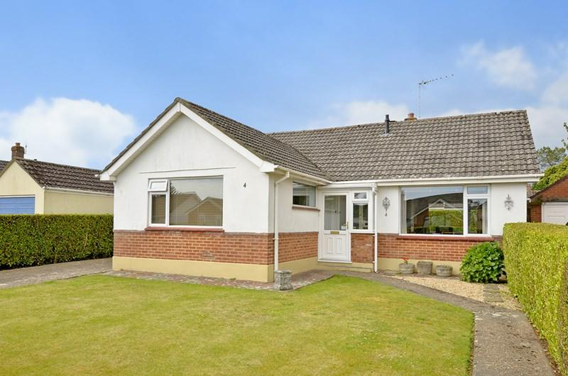 2 Bedrooms Detached Bungalow for sale in Bramley Road, Ferndown