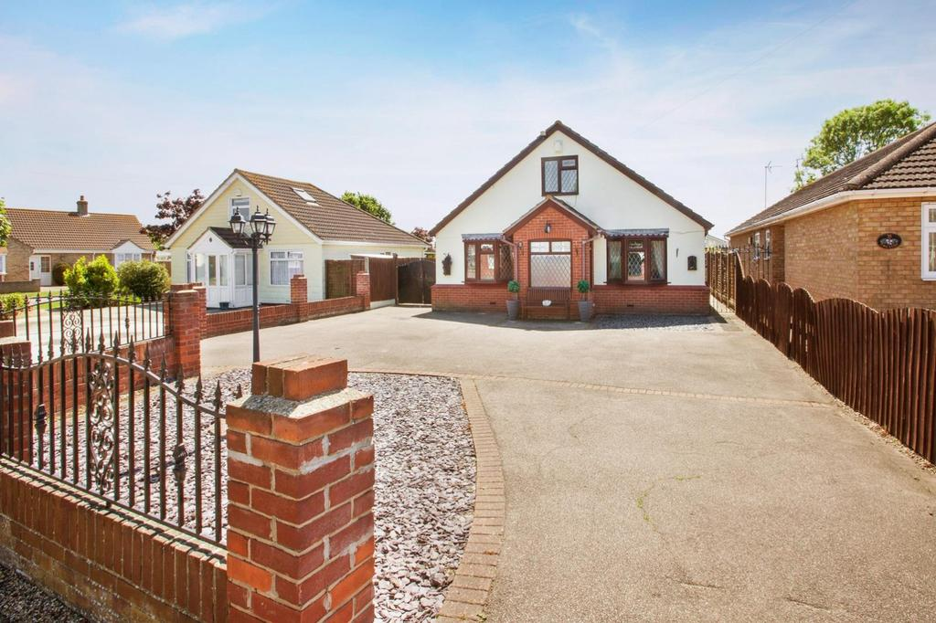 3 Bedrooms Chalet House for sale in Gorse Lane, Clacton-On-Sea, Essex, CO15