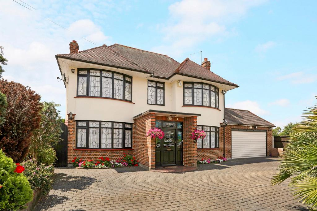 5 Bedrooms Detached House for sale in Ascension Road, Collier Row, Romford, Essex, RM5