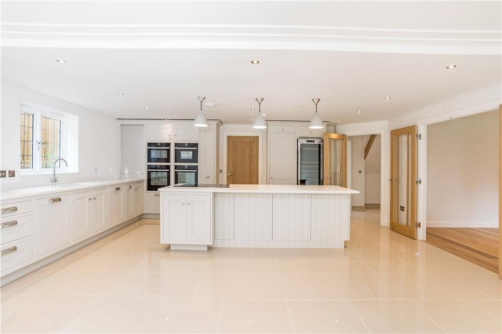 4 Bedrooms Detached House for sale in Cardigan Road, Marlborough, Wiltshire, SN8
