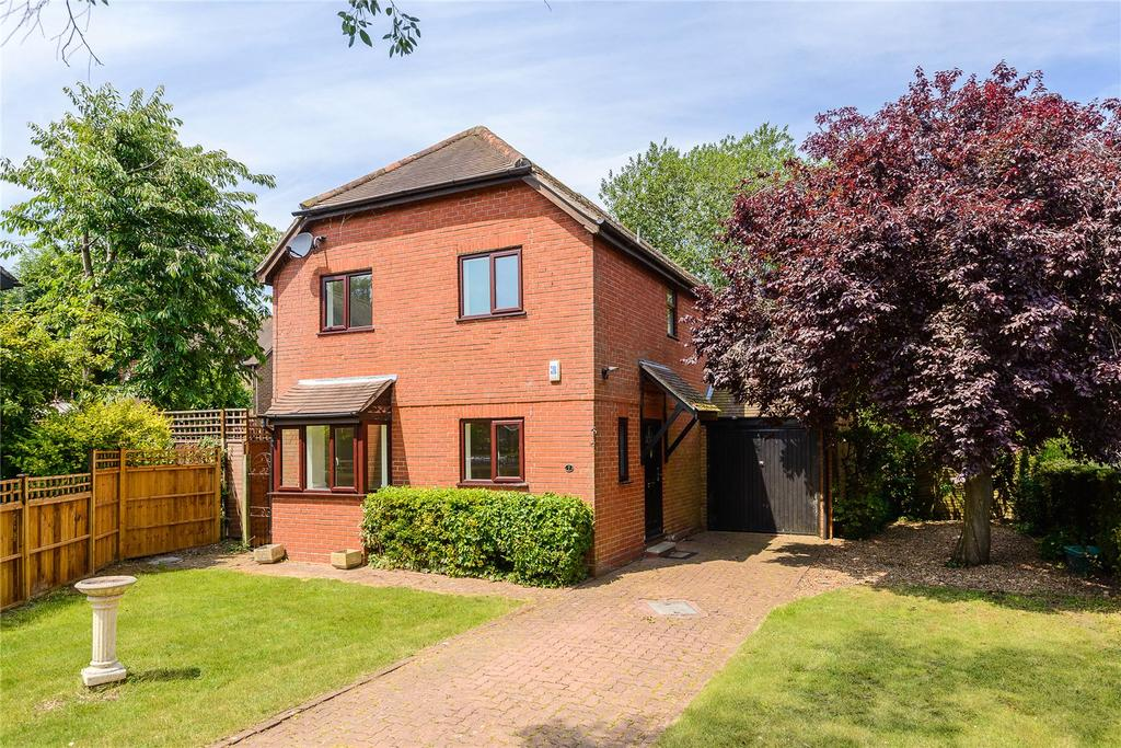 4 Bedrooms Detached House for sale in Manley James Close, Odiham, Hook, Hampshire