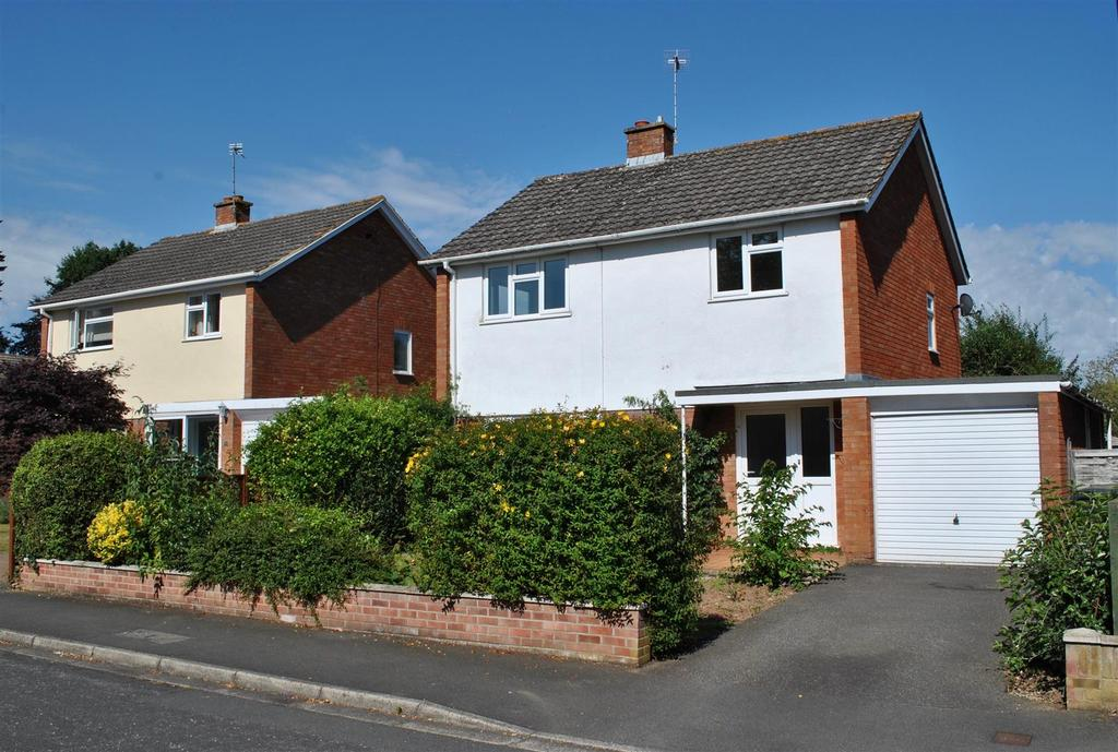3 Bedrooms Detached House for sale in Cresswell Avenue, TAUNTON