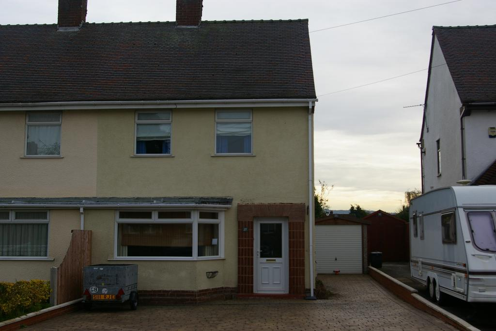 2 Bedrooms Semi Detached House for sale in St Georges Road, Norton, Stourbridge DY8