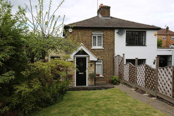 2 Bedrooms Cottage House for sale in SHAFTESBURY ROAD, EPPING CM16