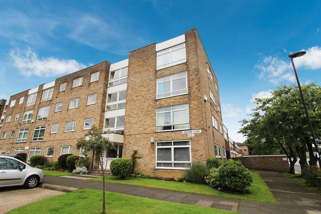 2 Bedrooms Flat for sale in Hunters Court, Hunters Road, South Gosforth