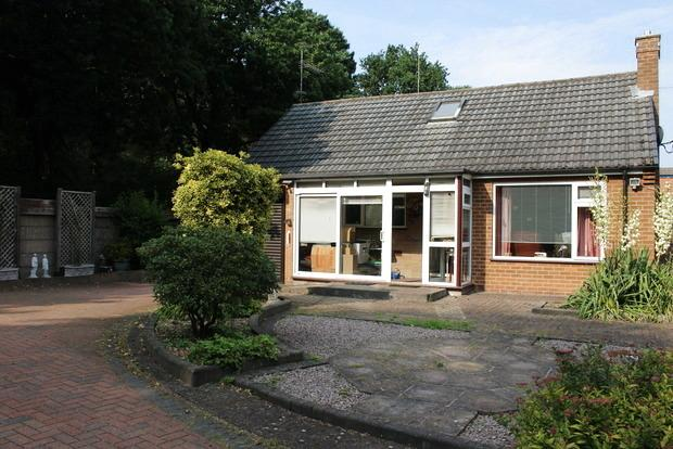 3 Bedrooms Detached House for sale in Lake Farm Road, Rainworth, Mansfield, NG21