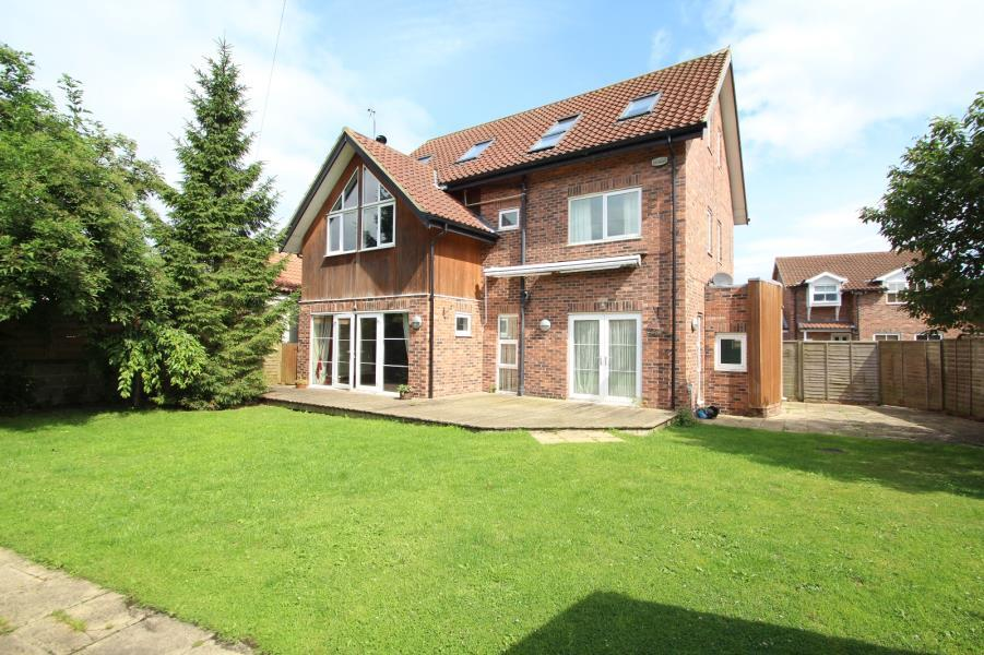 6 Bedrooms Detached House for sale in INGS ROAD, ULLESKELF, TADCASTER, LS24 9SS