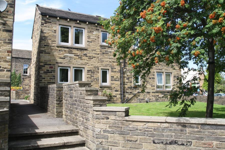 1 Bedroom Flat for sale in 8 WHARFE COURT, MAIN STREET, BURLEY IN WHARFEDALE, LS29 7DT