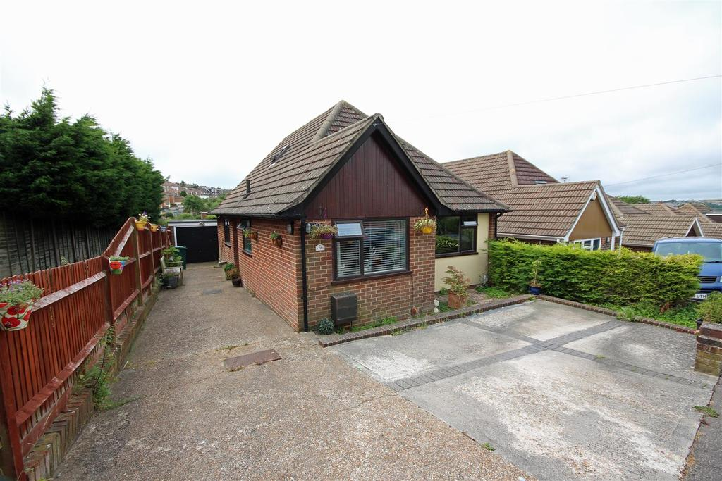 3 Bedrooms Detached Bungalow for sale in Rustington Road, Patcham, Brighton