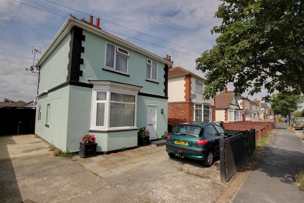 3 Bedrooms Detached House for sale in 62 George Street, Mablethorpe