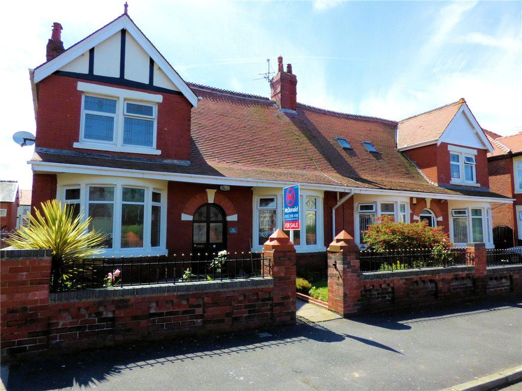 4 Bedrooms Semi Detached Bungalow for sale in Read's Avenue, Blackpool, Lancashire