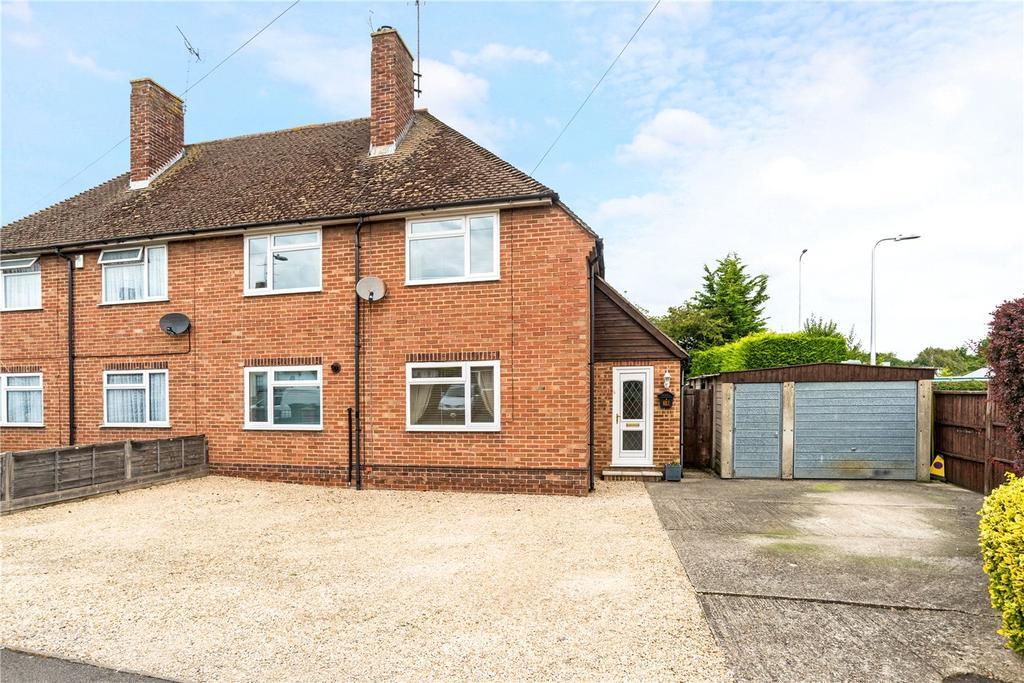 3 Bedrooms Semi Detached House for sale in Chestnut Crescent, Newbury, Berkshire, RG14