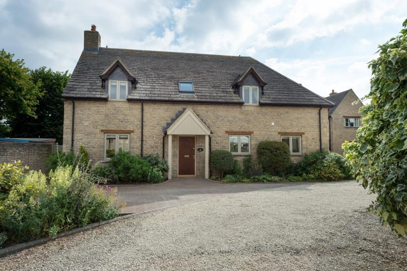 4 Bedrooms Detached House for sale in Acorns, Church Farm Court, Aston, Bampton, Oxfordshire