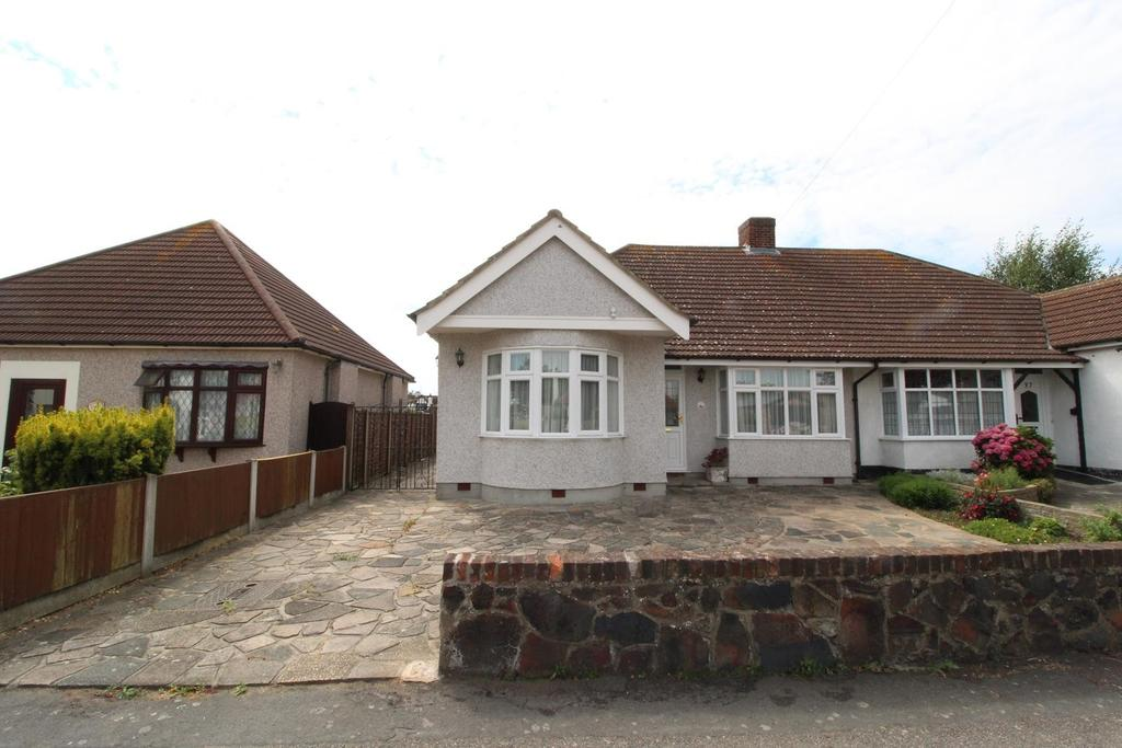 3 Bedrooms Semi Detached Bungalow for sale in Rushmere Avenue, Upminster, Essex, RM14