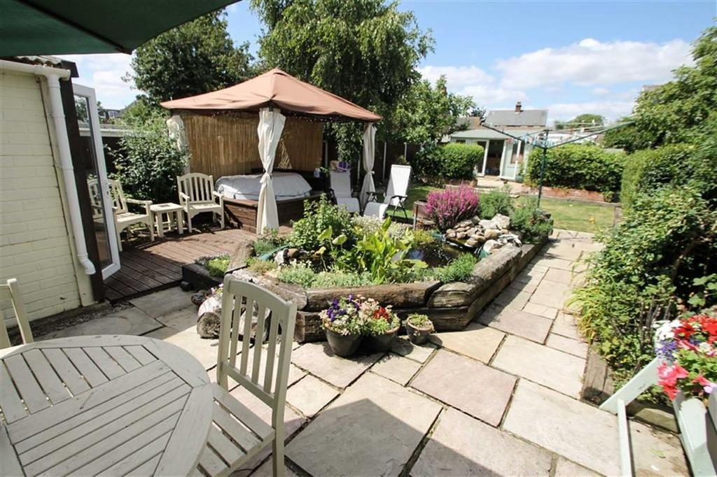 4 Bedrooms Semi Detached House for sale in Beaumont Avenue, Clacton-on-Sea