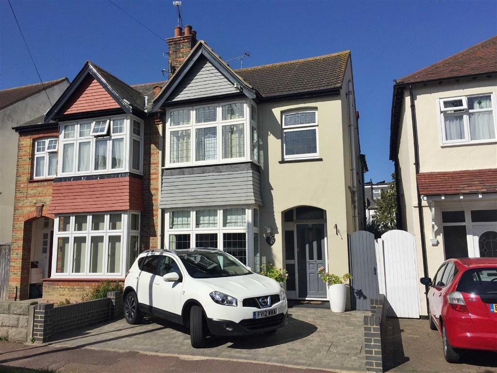 3 Bedrooms Semi Detached House for sale in Dundonald Drive, Leigh-On-Sea, Essex