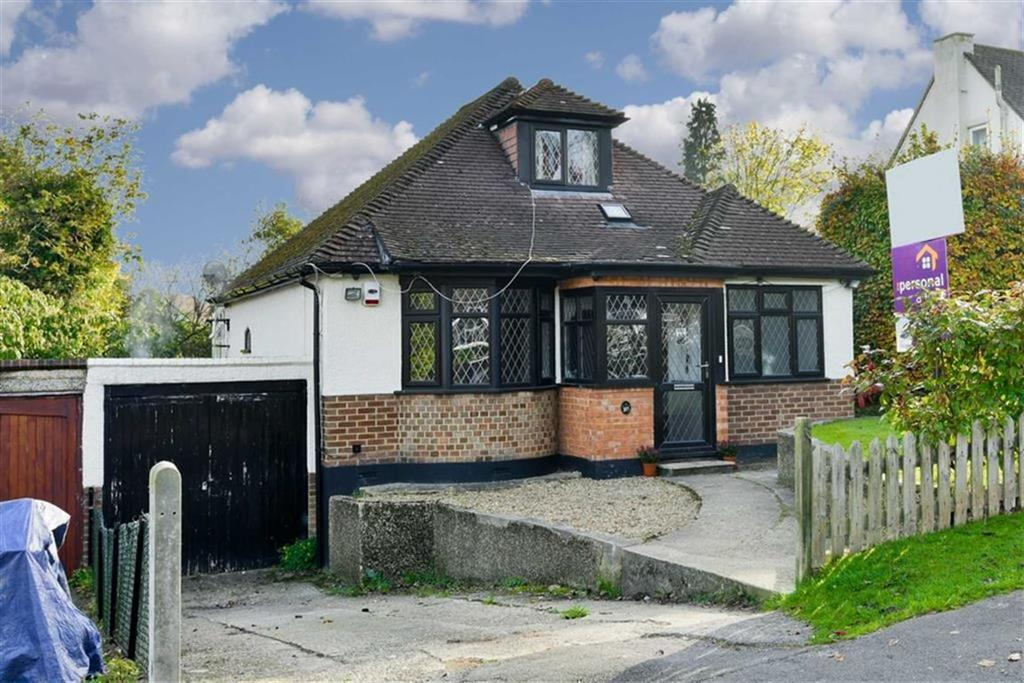 4 Bedrooms Detached House for sale in Chipstead Way, Banstead, Surrey