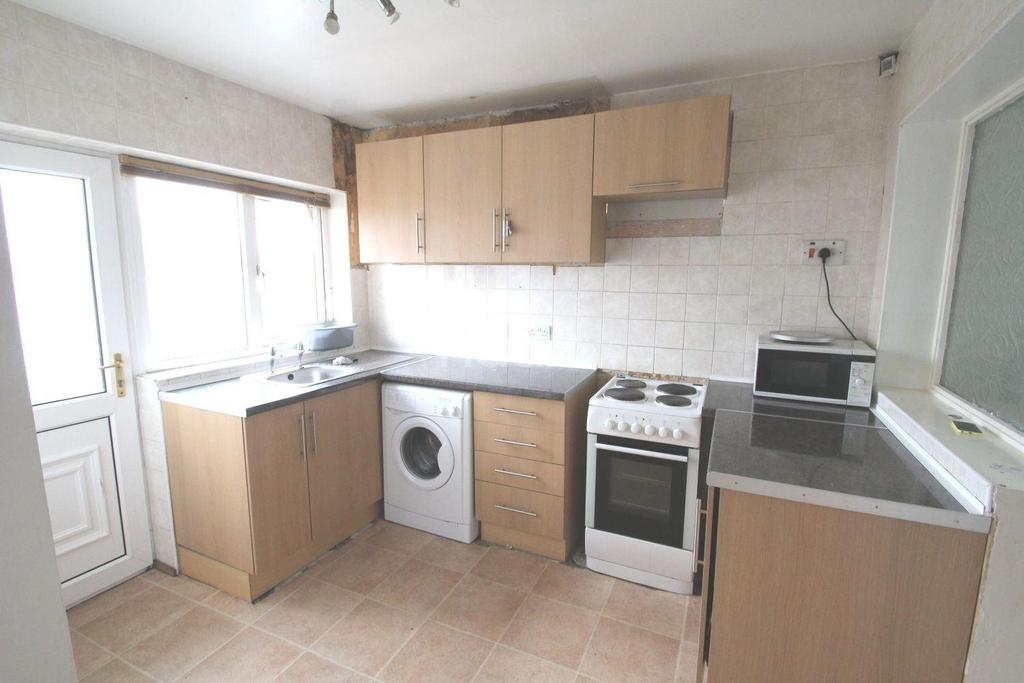 3 Bedrooms End Of Terrace House for sale in Southend, Dunscroft
