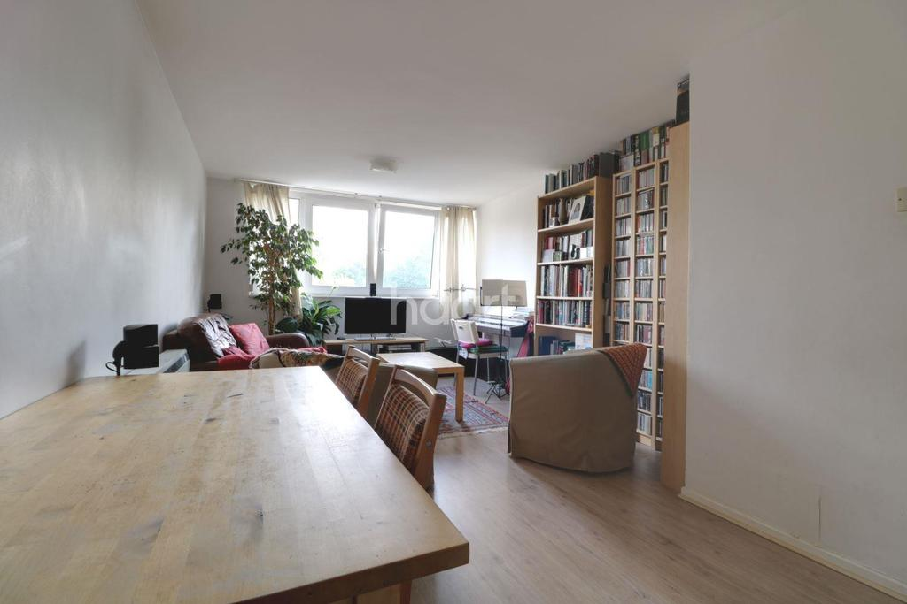 2 Bedrooms Flat for sale in South Woodford , E18