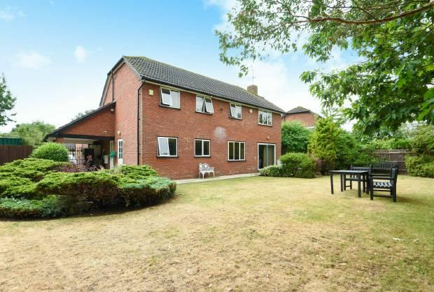 4 Bedrooms Detached House for sale in Errington Drive, Windsor