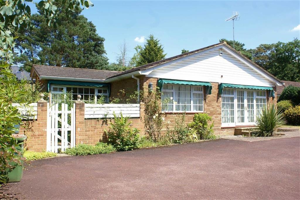 3 Bedrooms Bungalow for sale in Earleswood, Cobham, Surrey, KT11
