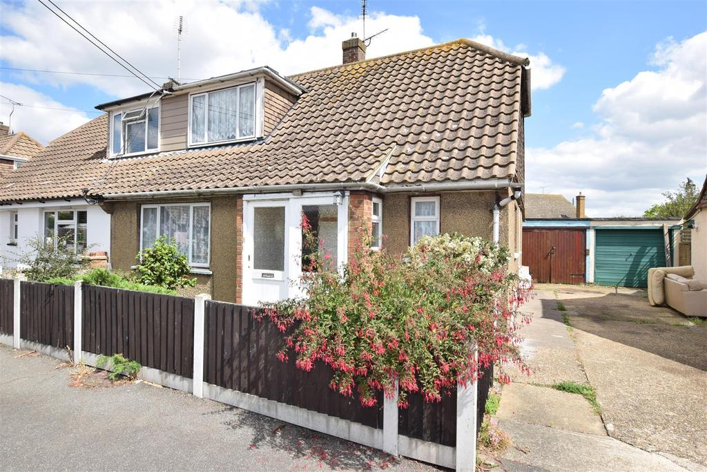 3 Bedrooms Chalet House for sale in Vicarage Close, Canvey Island