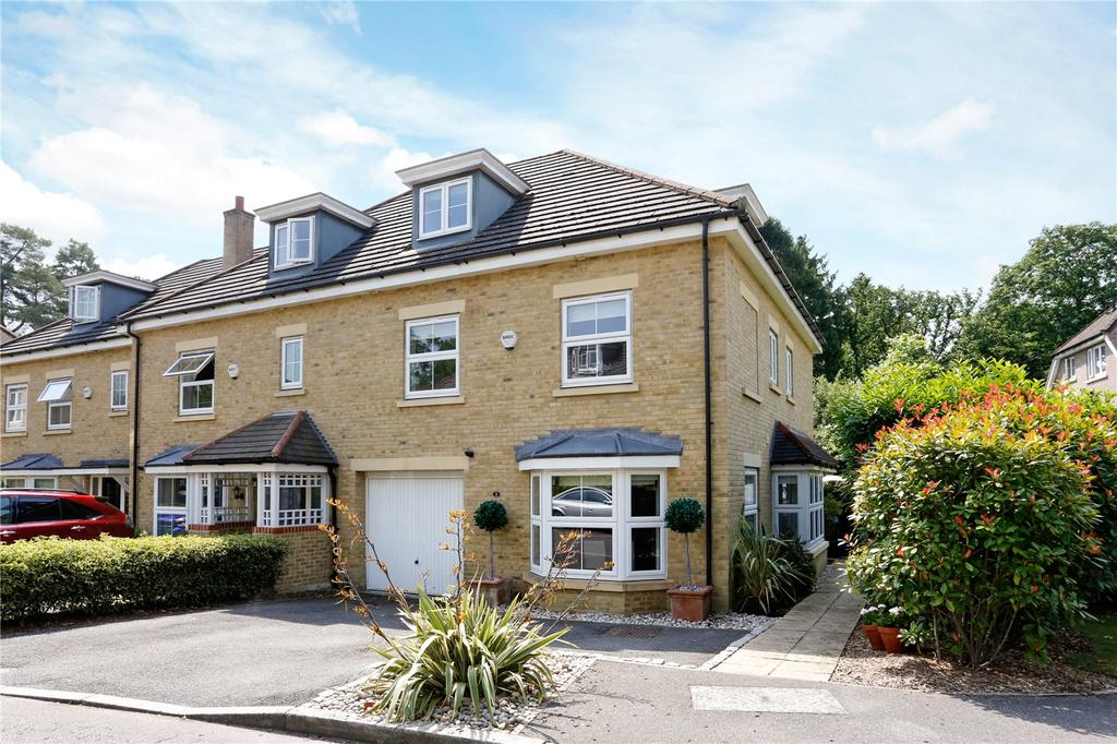 4 Bedrooms End Of Terrace House for sale in Cranwells Lane, Farnham Common, SL2