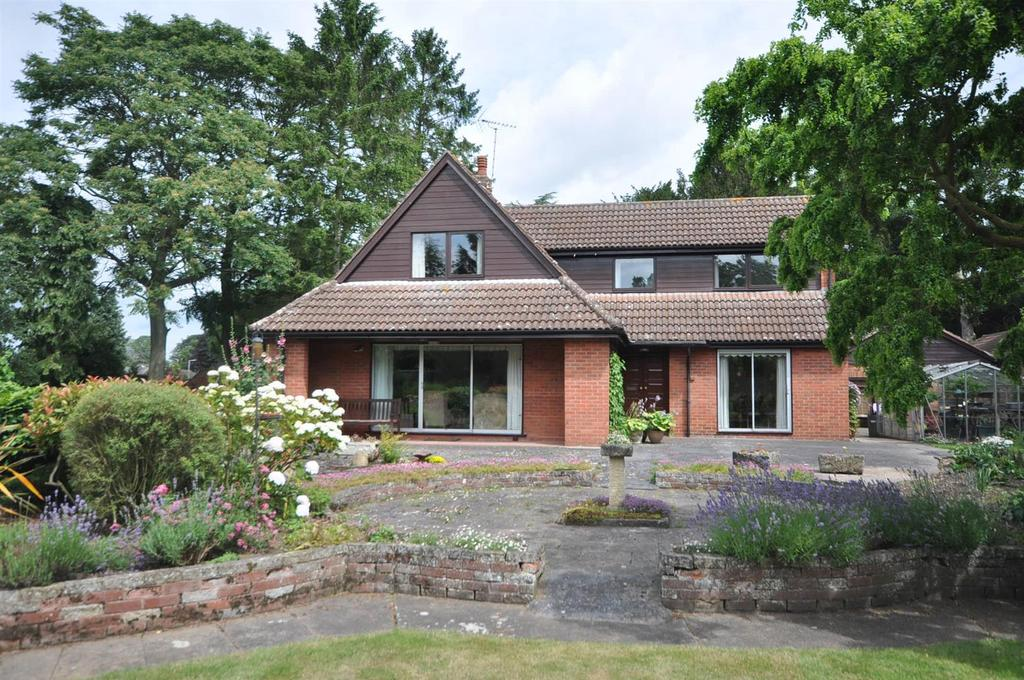 4 Bedrooms Detached House for sale in Church Lane, Carlton-On-Trent, Newark
