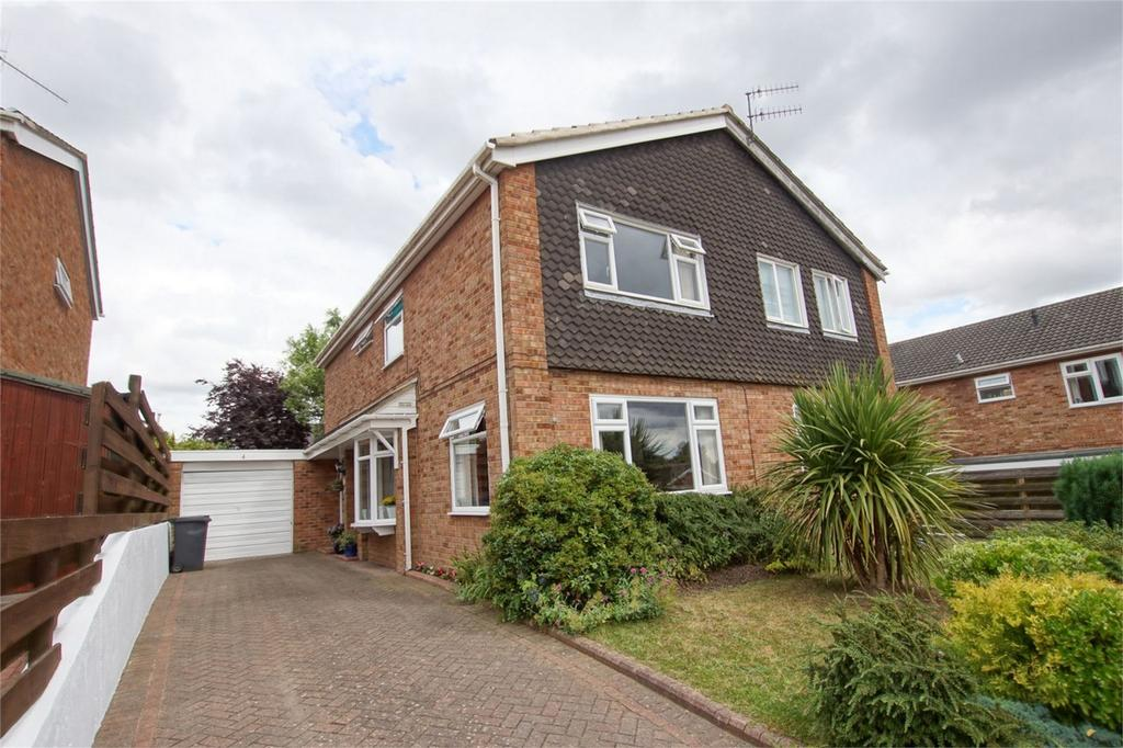 3 Bedrooms Semi Detached House for sale in Gleeson Drive, Woodloes Park, Warwick