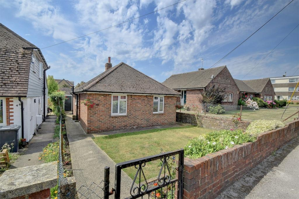 2 Bedrooms Detached Bungalow for sale in Barham Road, PETERSFIELD, Hampshire