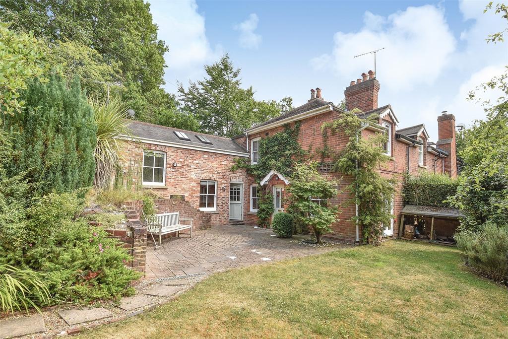 3 Bedrooms Semi Detached House for sale in Lower Bourne, Farnham, Surrey