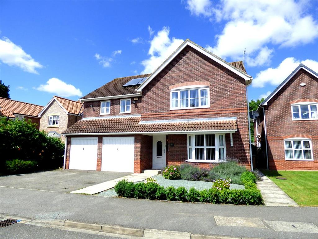 4 Bedrooms Detached House for sale in The Hawthorns, Long Riston, Hull