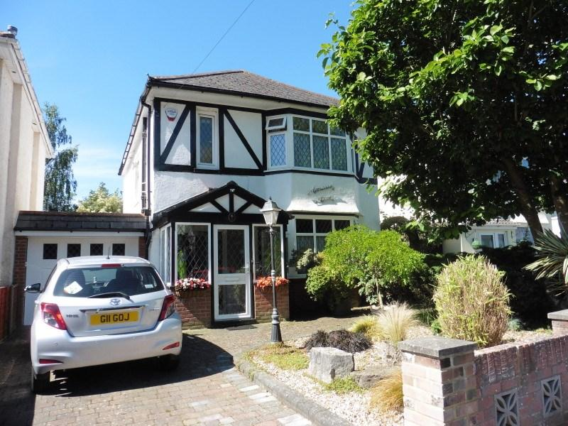 3 Bedrooms Detached House for sale in Millhams Road, Kinson, Bournemouth