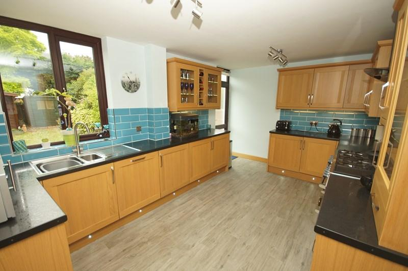 5 Bedrooms Terraced House for sale in Birchwood Drive, Leigh-On-Sea