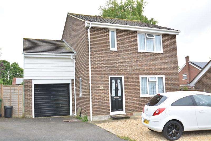 3 Bedrooms Detached House for sale in Springfield Close, Andover