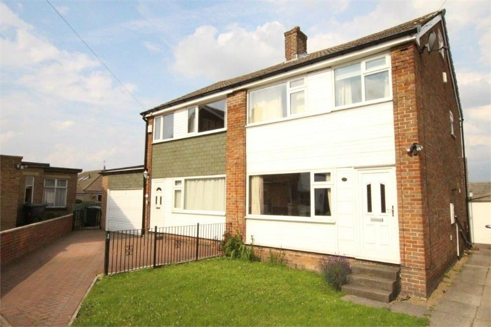 3 Bedrooms Semi Detached House for sale in High Fernley Court, WYKE, West Yorkshire