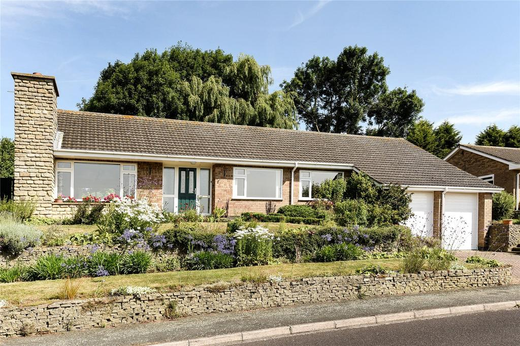 3 Bedrooms Detached Bungalow for sale in Hillside Drive, Grantham, NG31