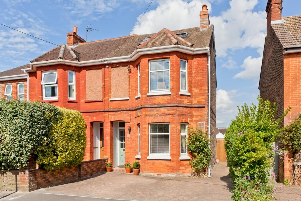 4 Bedrooms House for sale in Church Avenue, Haywards Heath, RH16