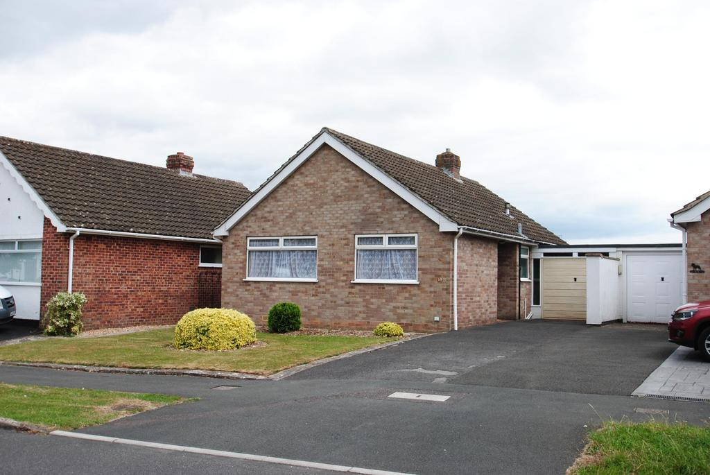 2 Bedrooms Bungalow for sale in Essex Drive, Taunton