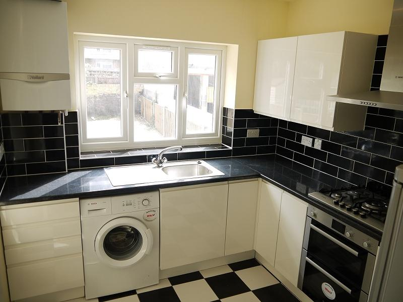 3 Bedrooms Terraced House for sale in First Avenue, Plaistow, London, Greater London. E13 8AP