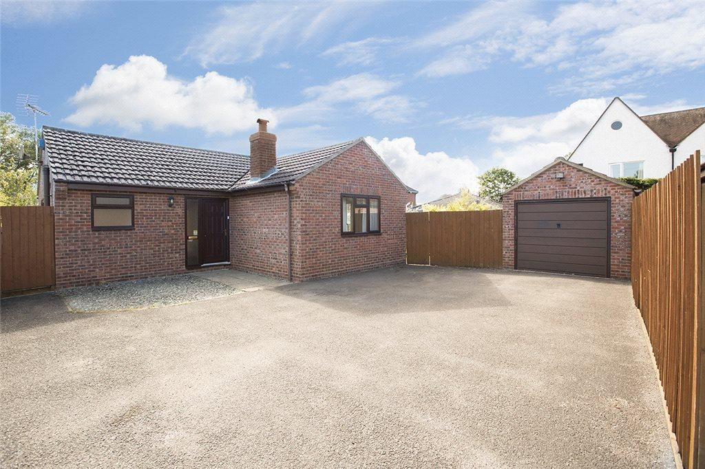 2 Bedrooms Detached Bungalow for sale in Blacksmiths Close, Little Beckford, Gloucestershire, GL20