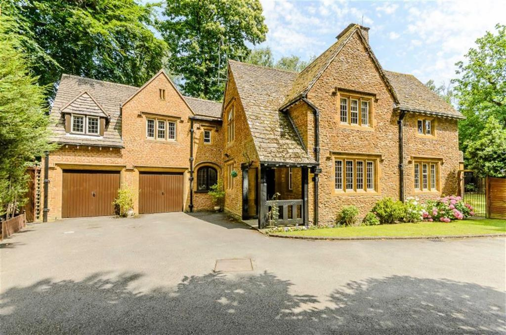 5 Bedrooms Detached House for sale in Rosemary Hill Road, Little Aston, Sutton Coldfield