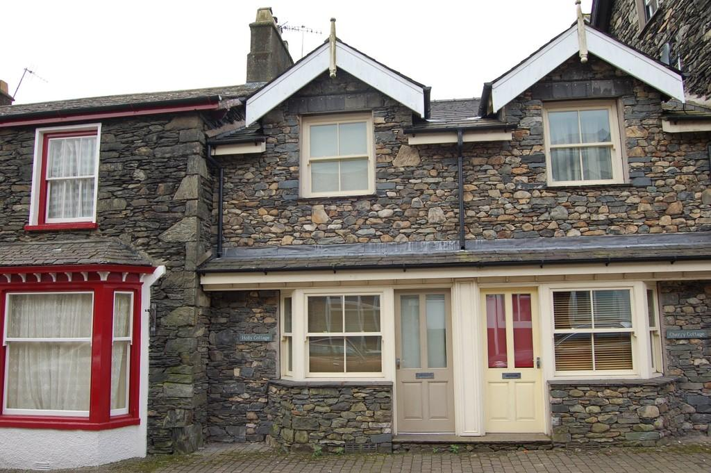 2 Bedrooms Terraced House for sale in Holly Cottage, South Terrace, Bowness-on-Windermere, LA23 3BH