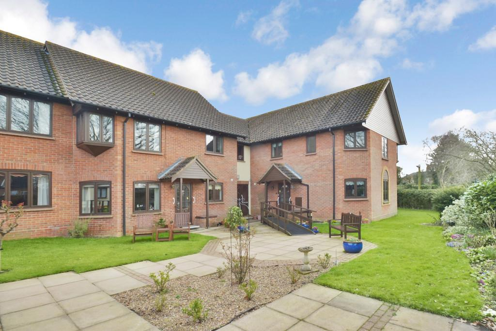 2 Bedrooms Ground Flat for sale in Malthouse Court, Harleston