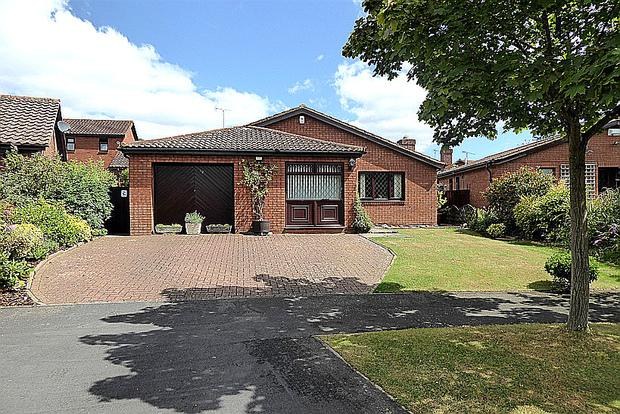 3 Bedrooms Detached Bungalow for sale in Grangewood, East Hunsbury, Northampton, NN4
