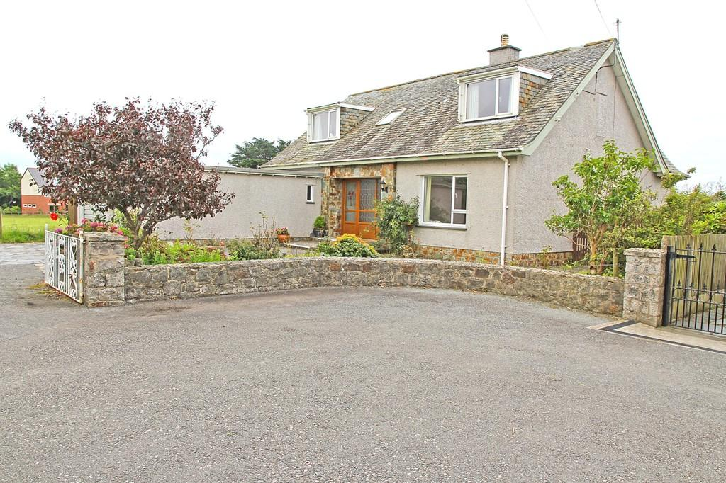 3 Bedrooms Detached Bungalow for sale in Glyn Rhosyn, Penrhos, North Wales