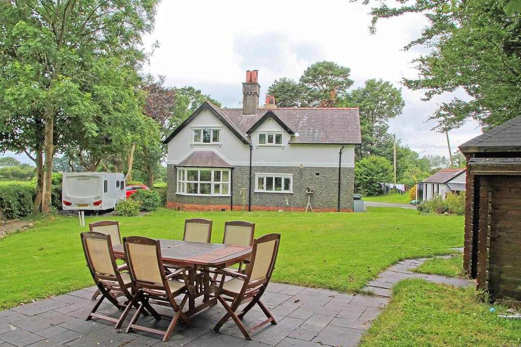 6 Bedrooms Detached House for sale in Llanarmon, Pwllheli, North Wales
