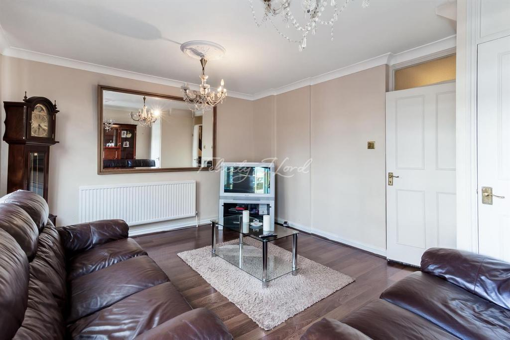 3 Bedrooms Flat for sale in Ian Bowater Court, Islington, N1