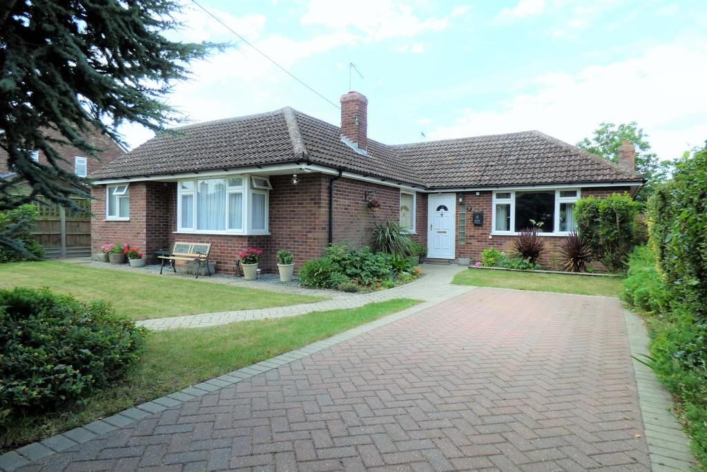3 Bedrooms Detached Bungalow for sale in North Terrace, Mildenhall