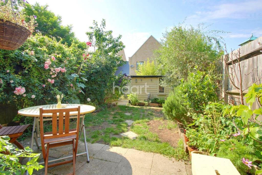 3 Bedrooms Terraced House for sale in Sweetpea Way, Cambridge
